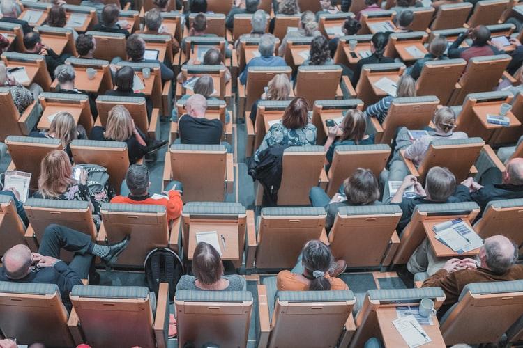 Research Management and Administration: the relevance of specific education and training programmes – A kiválóság alapú kutatások finanszírozását segítő menedzsment kapacitások fejlesztésének lehetőségei